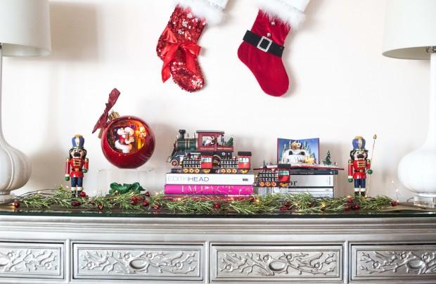 3 Foyer Table Christmas Decor Preen