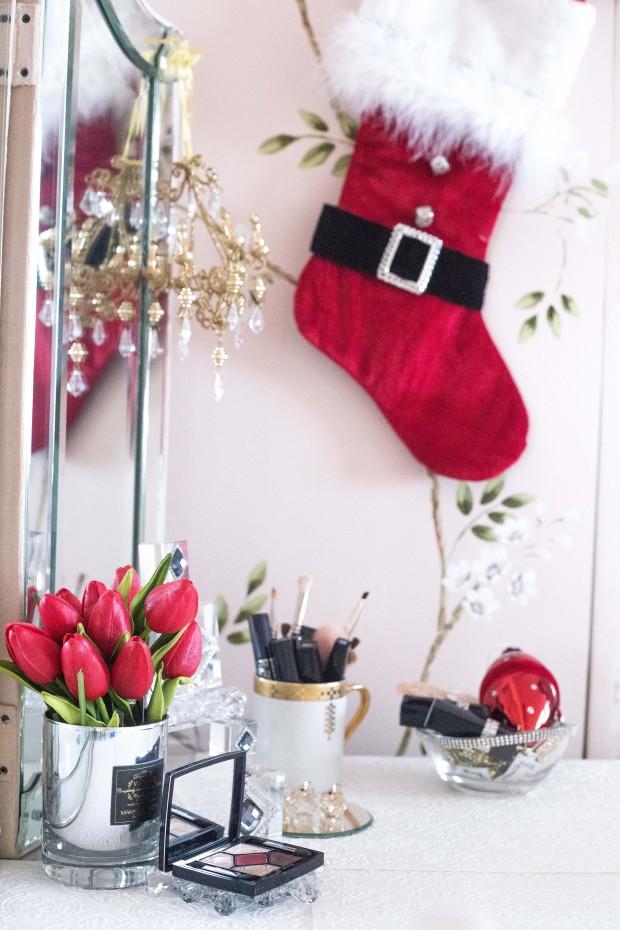 5 Vanity Table Christmas Decor Preen