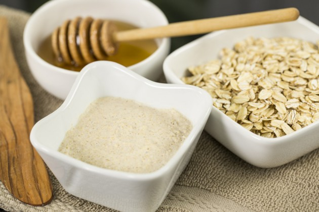 Organic-Oatmeal-Cleansing-Exfoliator-Cool-Mom-Picks-1050x700