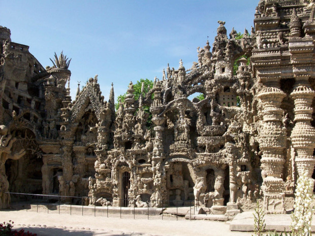 Le Palais Ideal in France (Fiuxy)