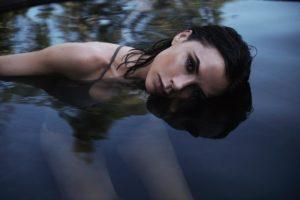 VictoriaBeckham_EsteeLauder_Faeatured