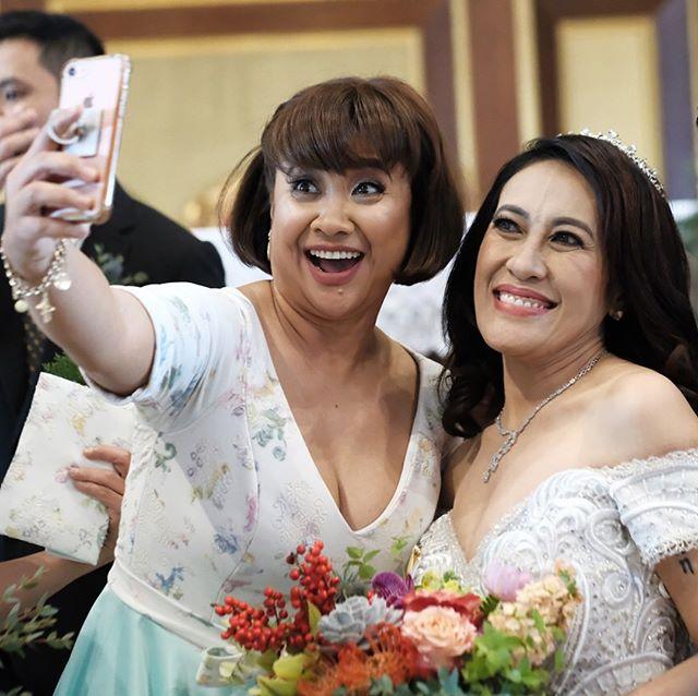 Sharon cuneta pictures in regine and ogie wedding