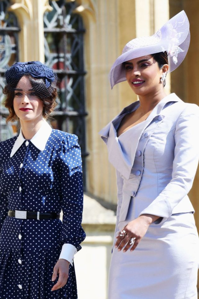 2961b5a88522d abigail-spencer-priyanka-chopra-royal-wedding-fascinator-1526742568 ...