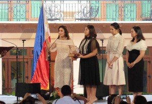 WATCH: Leni Robredo Takes Her Oath As Vice-President