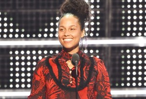 Alicia Keys Is All Smiles and No Makeup at the MTV VMAs