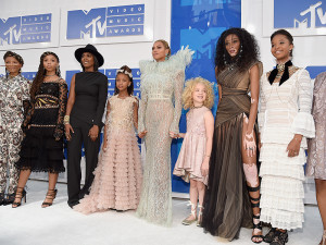 Beyoncé and Blue Ivy Steal the Show at MTV VMA Red Carpet
