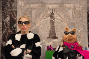WATCH: Zosia Mamet and Miss Piggy Deal with Wearing the Same Holiday Outfit